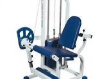 Тренажер для мышц разгибателей бедра, сидя.